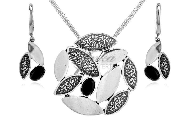 Biżuteria srebrna komplety: te z kryształkami wyglądają luksusowo i kosztują niewiele