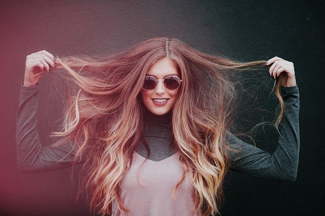 Twoje włosy są suche i zniszczone? Wypróbuj ten kosmetyk